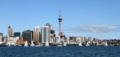 Panorama Aucklandu s dominantou Sky Tower, © Matthew Jones - Fotolia.com