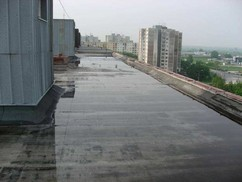 Detail plochej strechy