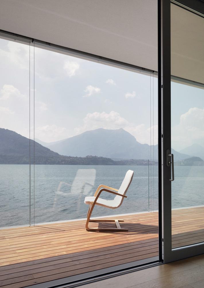 z c minimalistick vila s transparentn fas dou a pyramidovou st echou tzb info. Black Bedroom Furniture Sets. Home Design Ideas