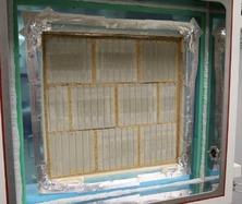 Obr. 5. Testované vzorky vklimatické komoře – (a)režné zdivo znepálených cihel Heluz (foto Jakub Diviš)